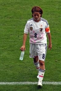 Aya Miyama vandrar av
