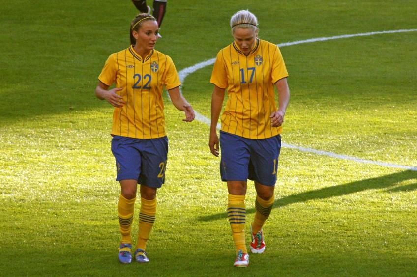 Kosovare Asllani och Lisa Dahlkvist