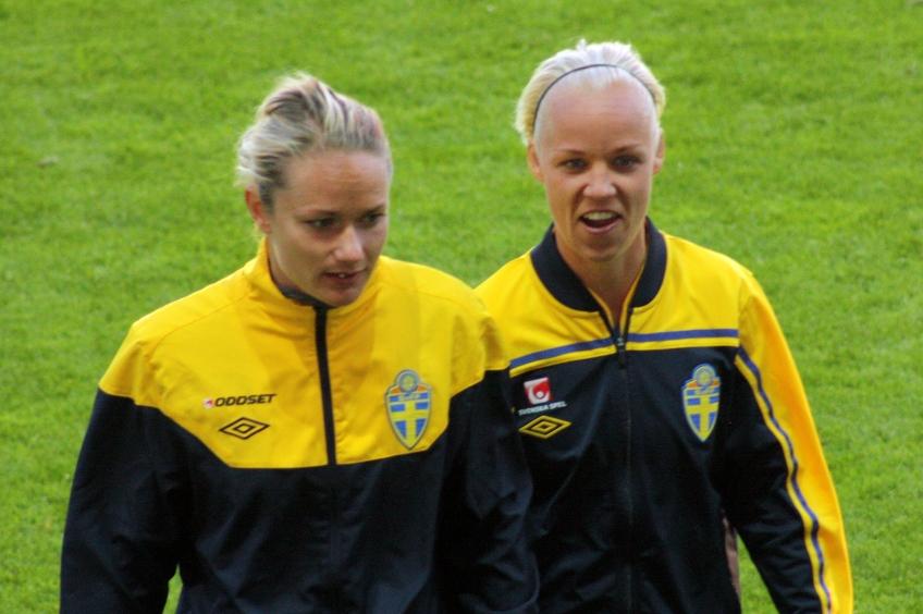 Stina Segerström och Caroline Seger