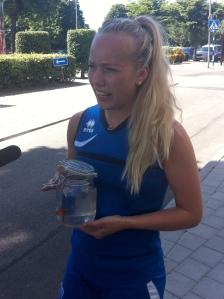 Elisa Vidarsdottir med Islands gullfiskur.