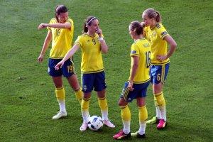 Pauline Hammarlund, Kosovare Asllani, Lina Nilsson och Magdalena Ericsson diskuterar