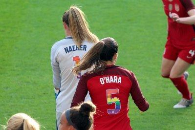 Alyssa Naeher och Kelley O'Hara