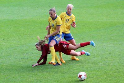 Allie Long faller för Caroline Seger och Fridolina Rolfö