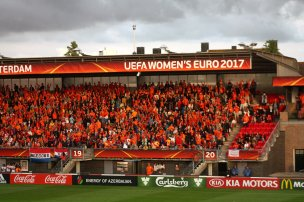 Orange supportrar.