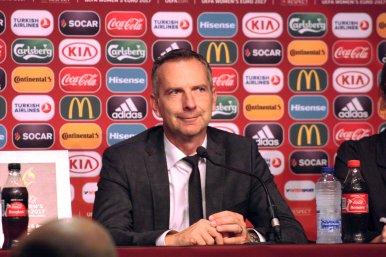 Dominik Thalhammer på presskonferens