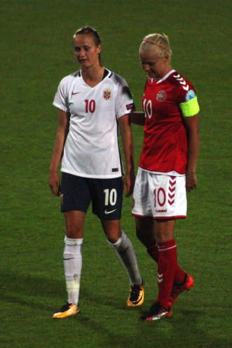 Caroline Graham Hansen och Pernille Harder