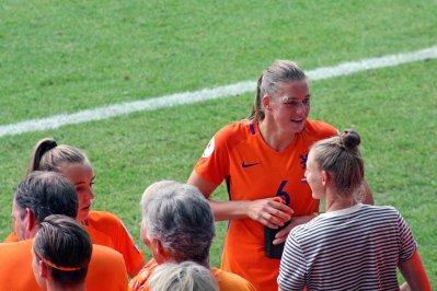 Jill Roord och Anouk Dekker.