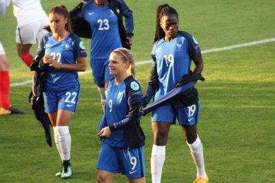 Sakina Karchaoui, Eugenie Le Sommer och Griedge Mbock Bathy.