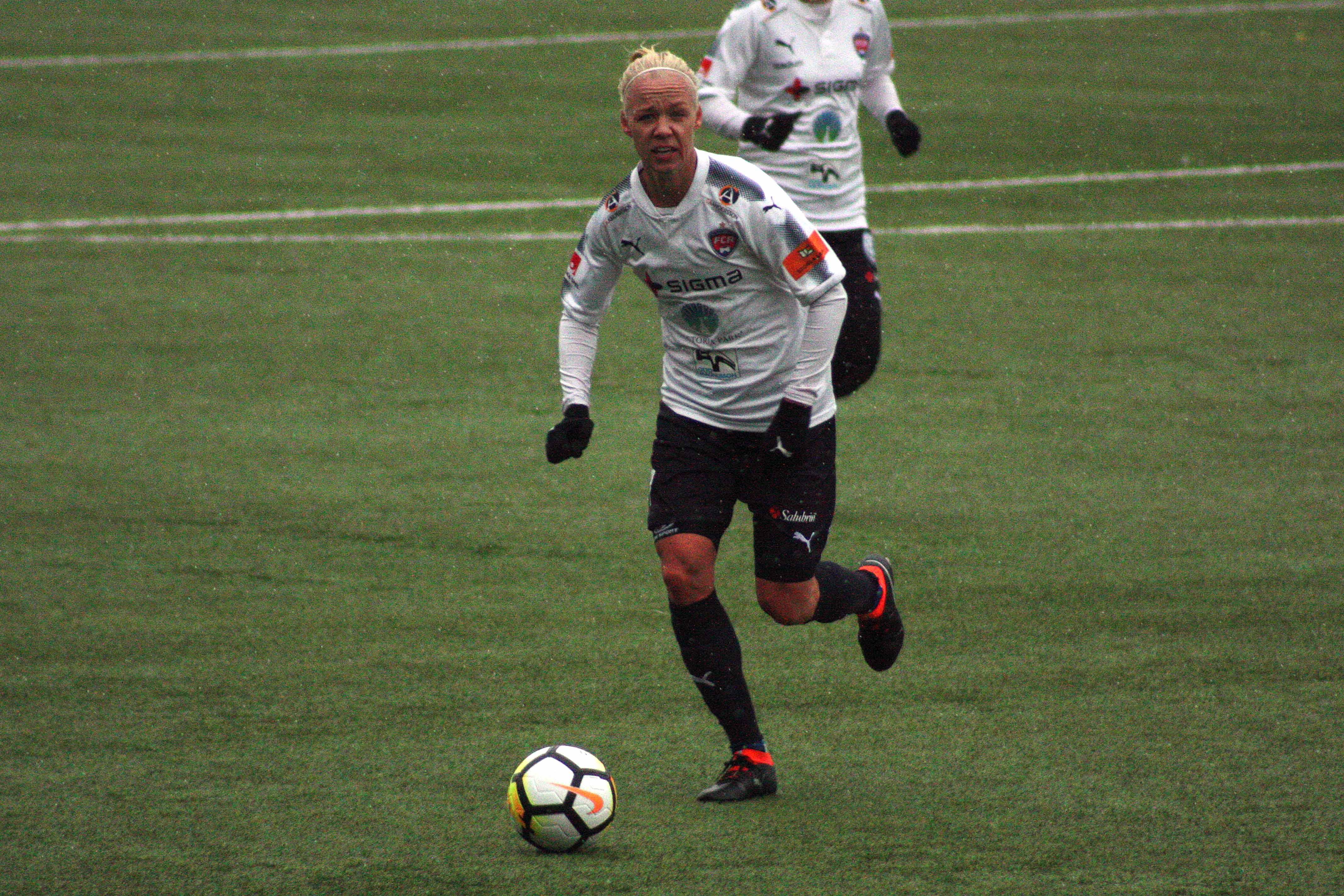 Problemet i damallsvenskan och landslaget saknaden av kontinuitet
