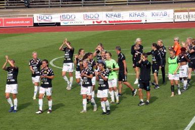 Kristianstads DFF tackar publiken.